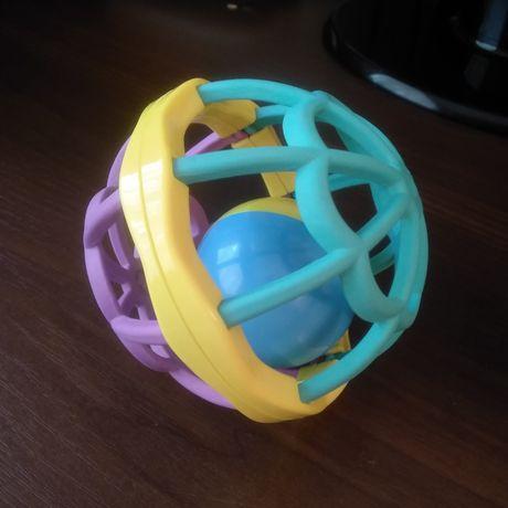 Детский мяч-погремушка