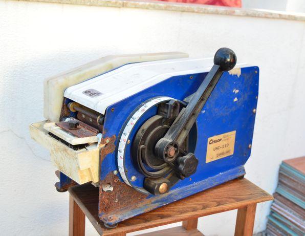 Máquina de selar Semi-Auto CYKLOP Uni 110