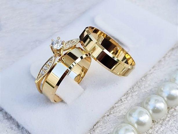 Piękna Para Lśniących Złotych Obrączek Ślubnych