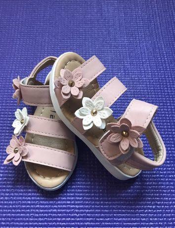 Босоножки сандалии Новые