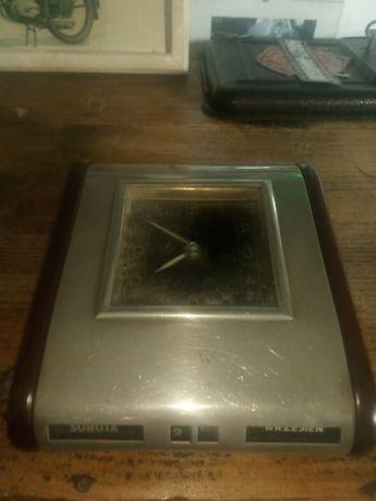 stary zegarek budzik weteran ciekawy egzemplarz