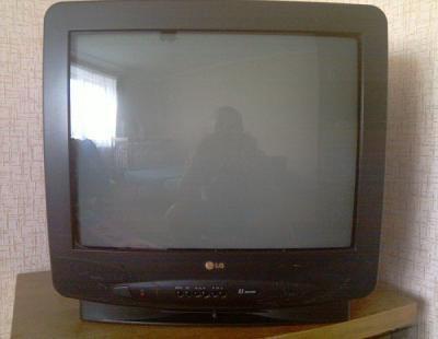Продам телевизор б/у lg cf-21f60