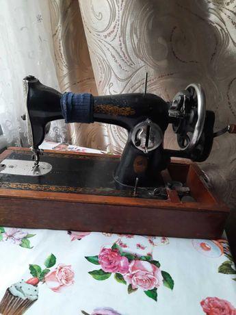Продам ручную швейную машинку Подольск 1956 г.-шьет отлично