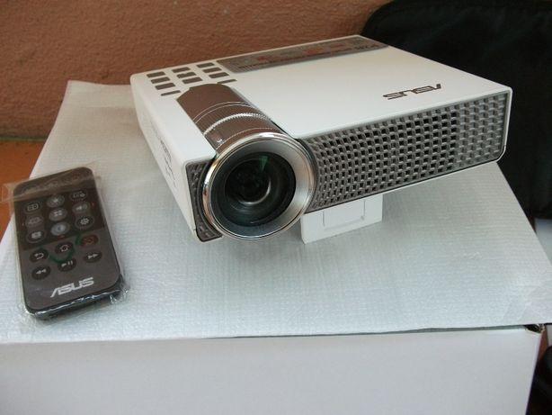Projector LED portátil Asus P2B (quase NOVO)