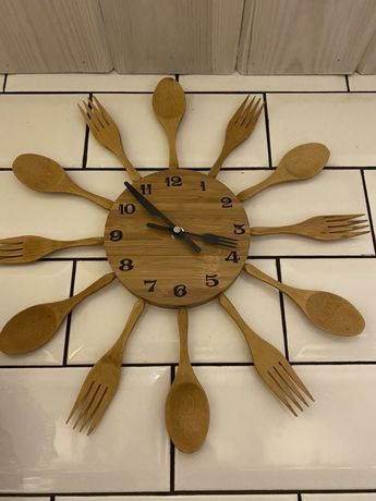 Часы дервянные , можно для кафе