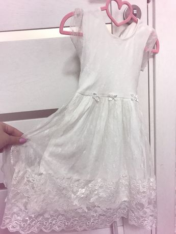 Легенькое и очень красивое платье на девочку