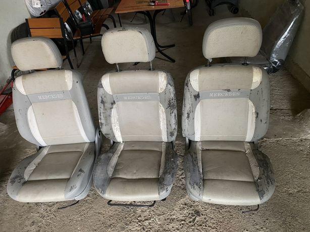 Крісла автомобільні