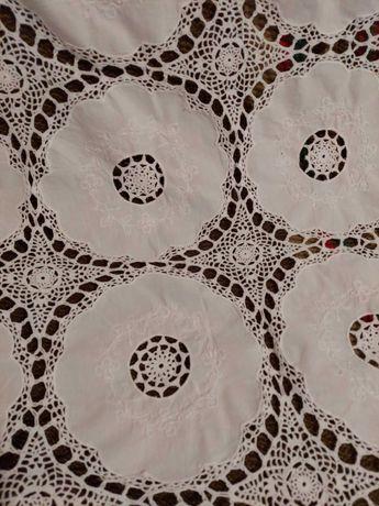 Toalha de croché e bordado
