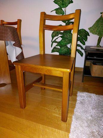 Cadeiras de madeira maçica