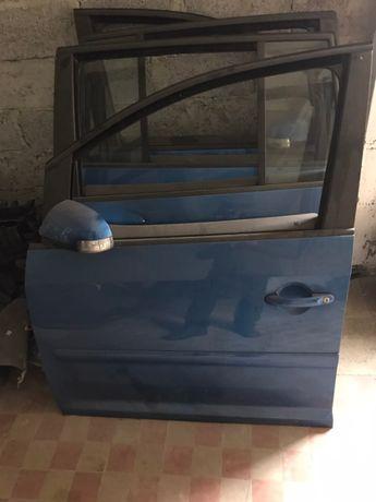 Volkswagen Touran двері капоп стойки сідушки панель радіатор коробка