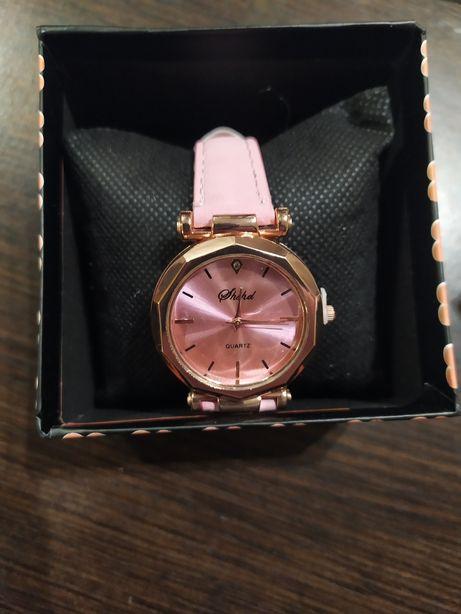 Красивые женские, кварцевые часы