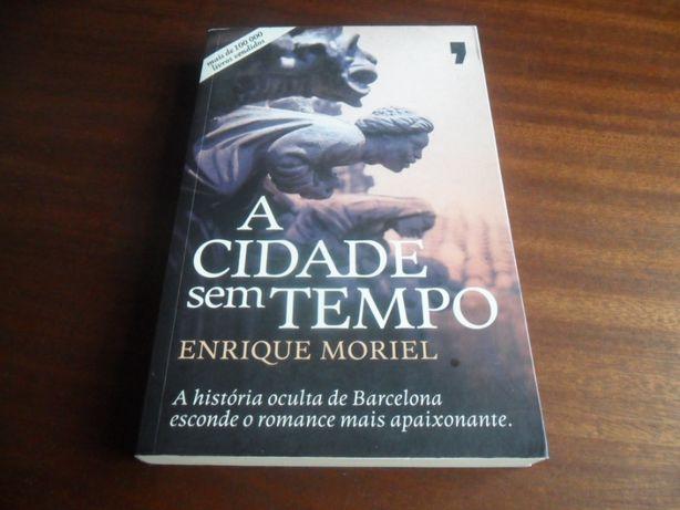 """""""A Cidade Sem Tempo"""" de Enrique Moriel"""
