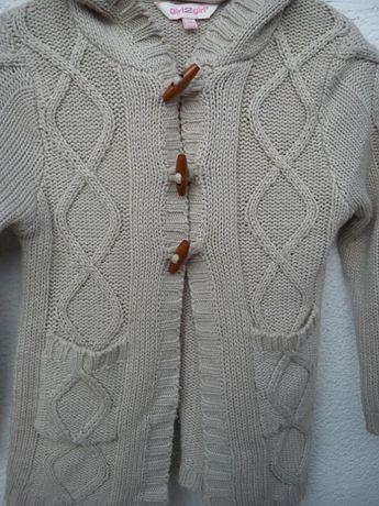 Ciepły sweterek z kapturem