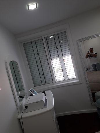 Vendo 5 janelas c/ vidro duplo lacadas a branco.