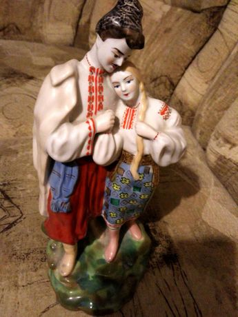 Подарок украинская большая статуэтка фарфоровая