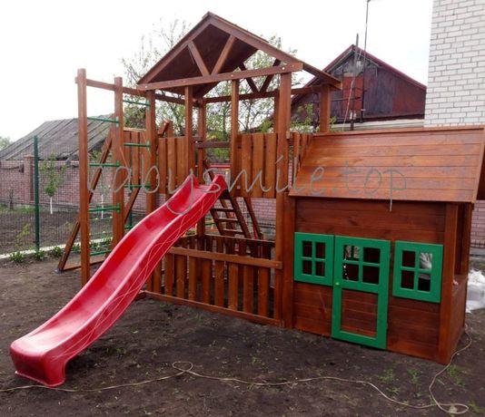 Игровая площадка с деревянным домиком