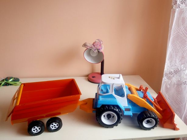 Новий трактор для дитини