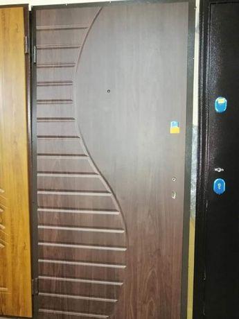 Вхідні двері квартирного і вуличного типу, двери входые в квартиру