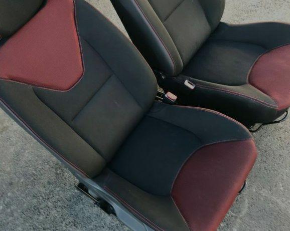 Clio 4 fotele Europa 2 szt z poduszkami air bag nie naprawiane oryg.
