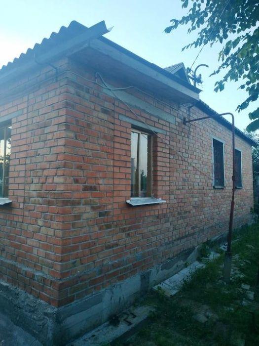 Добротный дом в пригороде