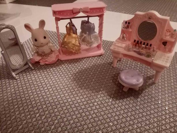 Sylvanian Families figurka i mebelki - toaletka, kosmetyki, garderoba