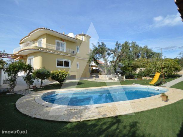 Moradia T4+2 com piscina e logradouro em Vale d´Éguas