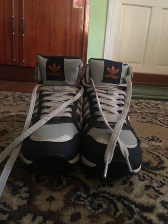 Продаю зимові кросівки