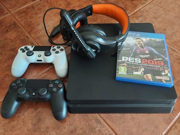 PS4 1TB + 2 comandos + headphones + jogo