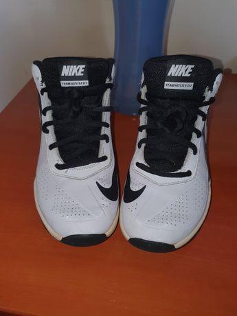 Ténis Nike Team Hustle D7 Jr