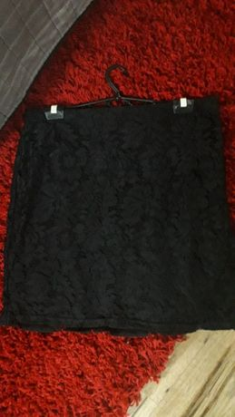 Czarna koronkowa spódniczka L