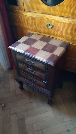 Stylowa szafka z szufladami , tapicerowa , cena 350 zł.