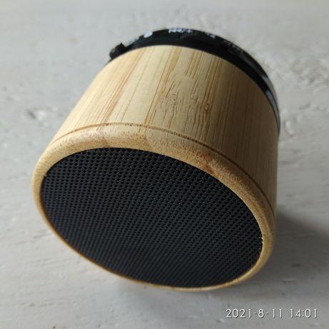 Głośnik w drewnianej obudowie