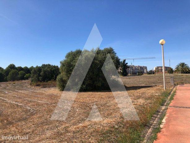 Terreno para construção de 35 frações, perto da praia da ...