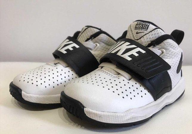 Wysyłka w cenie! Nike dziecięce  BUTY NIKE TEAM hustel