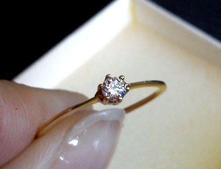 NOWY z metką złoty pierścionek 585 z białym kamieniem