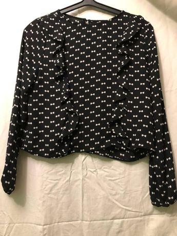 Блузка чорного кольору..