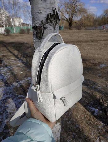 Продам рюкзачок белого цвета
