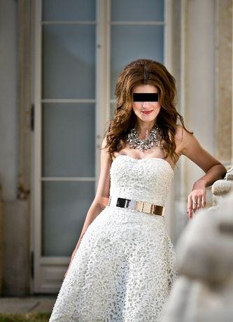 Asymetryczna ażurowa suknia ślubna