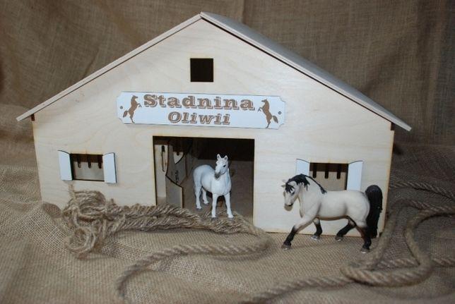 zabawka, stajnia, stadnina dla koni typu schleich, breyer