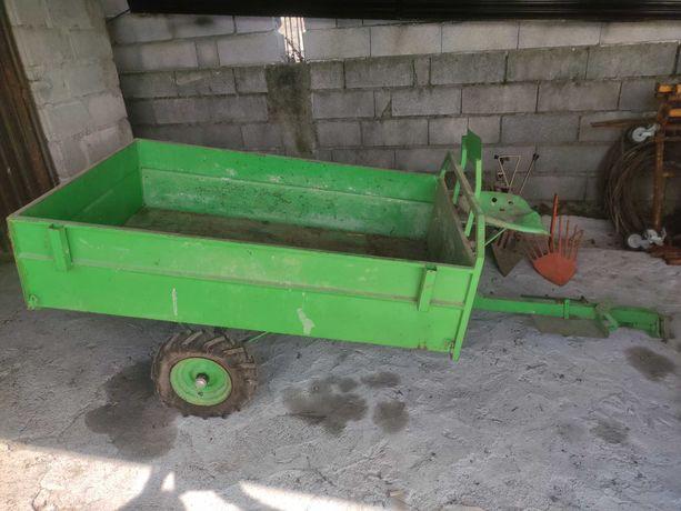 Caixa de carga, charrua, rodas e arrancdor de batatas para motoenxada