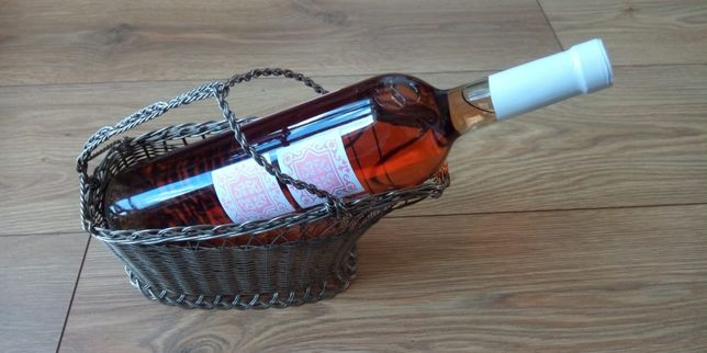 Piękny koszyk na wino.