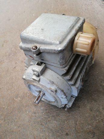 Электродвигатель 4АА50В4У3,90вт,1350об.мин,220/380в.