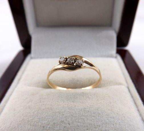 Piękny złoty pierścionek z cyrkoniami 0,92G 585