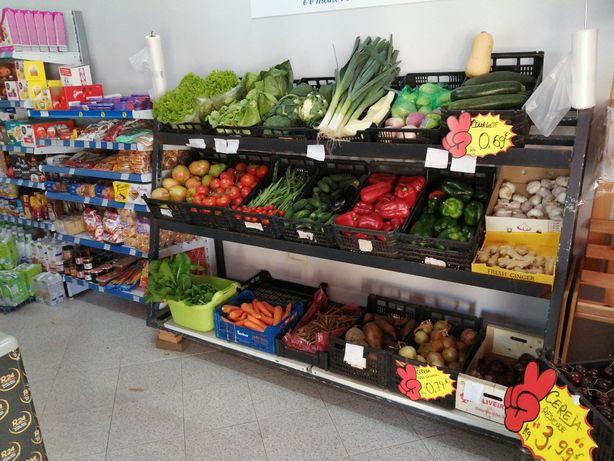 Minimercado Lucrativo localizado nas Devesas, Vila Nova de Gaia