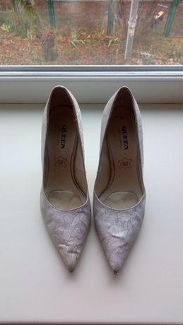 Продам туфли женские белые