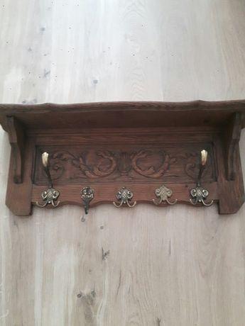Drewniany dębowy wieszak z półką zabytek