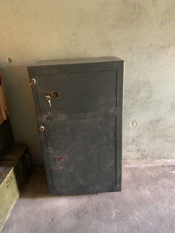 Продам сейф с кассой