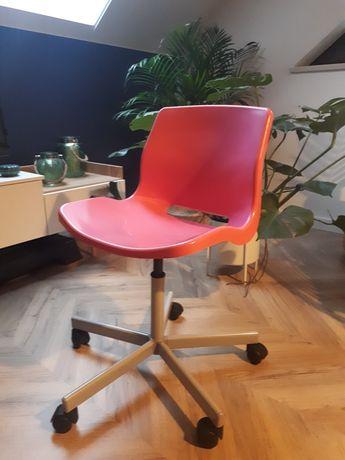 Krzesło obrotowe różowe ikea