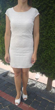 Biała koronla sukienka