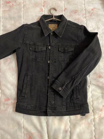 Черная джинсовка pull&bear